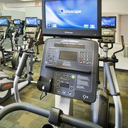 YWCA of St Paul - Ellipticals, steppers and treadmills all feature cable tv and an iPod connection. - Saint Paul, MN, Vereinigte Staaten