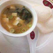 Miso Suppe und krabbenchips
