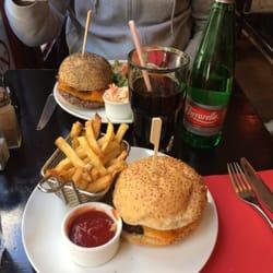 PDG Rive Gauche-American Restaurant - Paris, France. Chesseburger no mayo