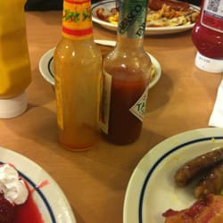 IHOP - Palmdale, CA, États-Unis. Who gives an Empty Bottle of Sauce??