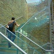 Escaliers de verre.
