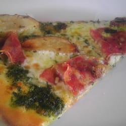Kaos Pizzeria logo