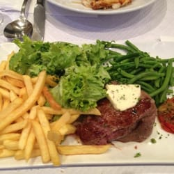 Le Beouf avec frites et haricot verte (Beef Steak with fries and green beans)