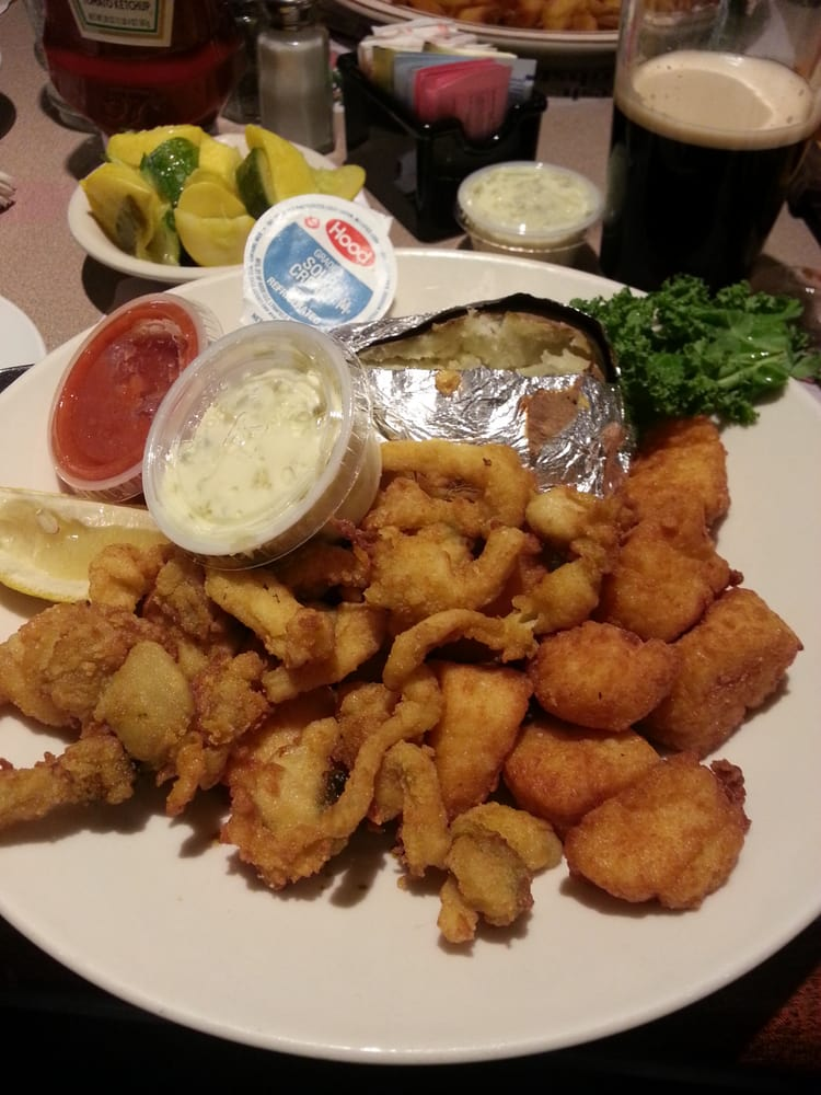 Fried whole belly clams and scallops come hungry yelp for Fish market ct