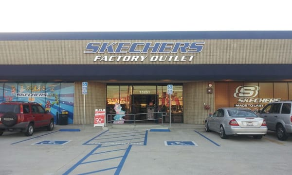 Skechers Factory Outlet in Fresno, CA -- Get driving directions to 86 E Shaw Ave Fresno, CA Add reviews and photos for Skechers Factory Outlet. Skechers Factory Outlet appears in: Shoe Stores, Shoe Stores Equipment & Supplies.