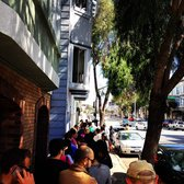 Tartine Bakery & Cafe - The line outside Tartine Sunday morning - San Francisco, CA, Vereinigte Staaten