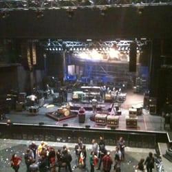 Cirque Royal - Bruxelles, Belgique. Afbraak na een optreden van Eels