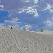 White Sands National Monument - Dune Instructions: 1) Climb to top of highest dune. 2) Tumble down. 3) Laugh yourself silly. 4) Repeat - Alamogordo, NM, Vereinigte Staaten