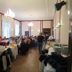Grosser Brunch-Buffet-Saal (ganz voll zu…