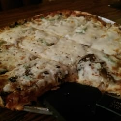 Tony's Place - Valparaiso, IN, États-Unis. Sausage, mushroom, onion and green pepper thin crust