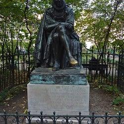 Statue de Montaigne. Par Landowski