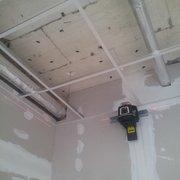 Bürodecken abhängen mit Rastergestell…