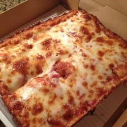 Jet's Pizza - Cheesy Square Pizza is our favorite! - Johns Creek, GA, Vereinigte Staaten