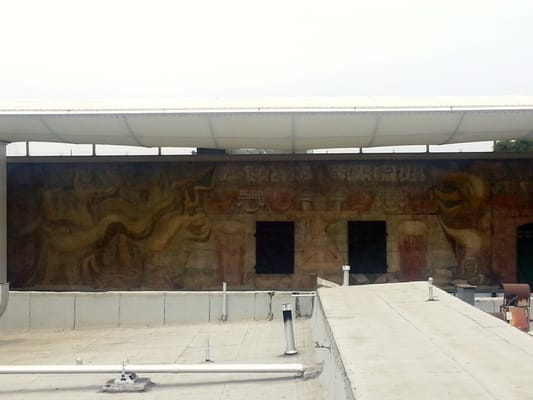 Mural by mexican artist david alfaro siqueiros 39 la for American tropical mural