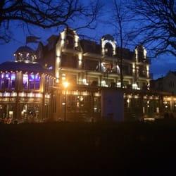 Europahotel mit Beleuchtung bei Nacht