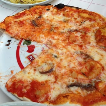 Pizza Napoli - real anchovies