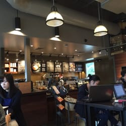 Starbucks - Mainly tall tables/chairs. No comfy leather chairs in this one. - Lynnwood, WA, Vereinigte Staaten
