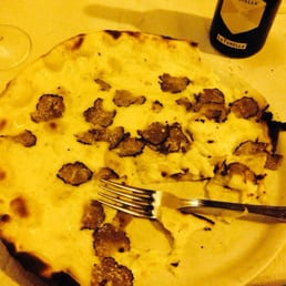 Pizza with truffle. Soooooo good.