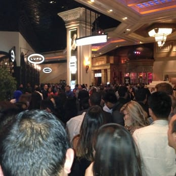 The Light Night Club - After 1 hr in line, not even at the halfway mark. - Las Vegas, NV, Vereinigte Staaten