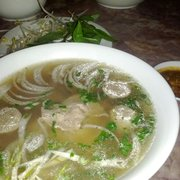 SaiGon Pho & Cafe - Pho with flank steak and meatballs. - Forest Park, IL, Vereinigte Staaten