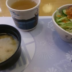 Ichiban Sushi - Green tea, miso soup and salad (included with most main dishes) - Toronto, ON, Kanada