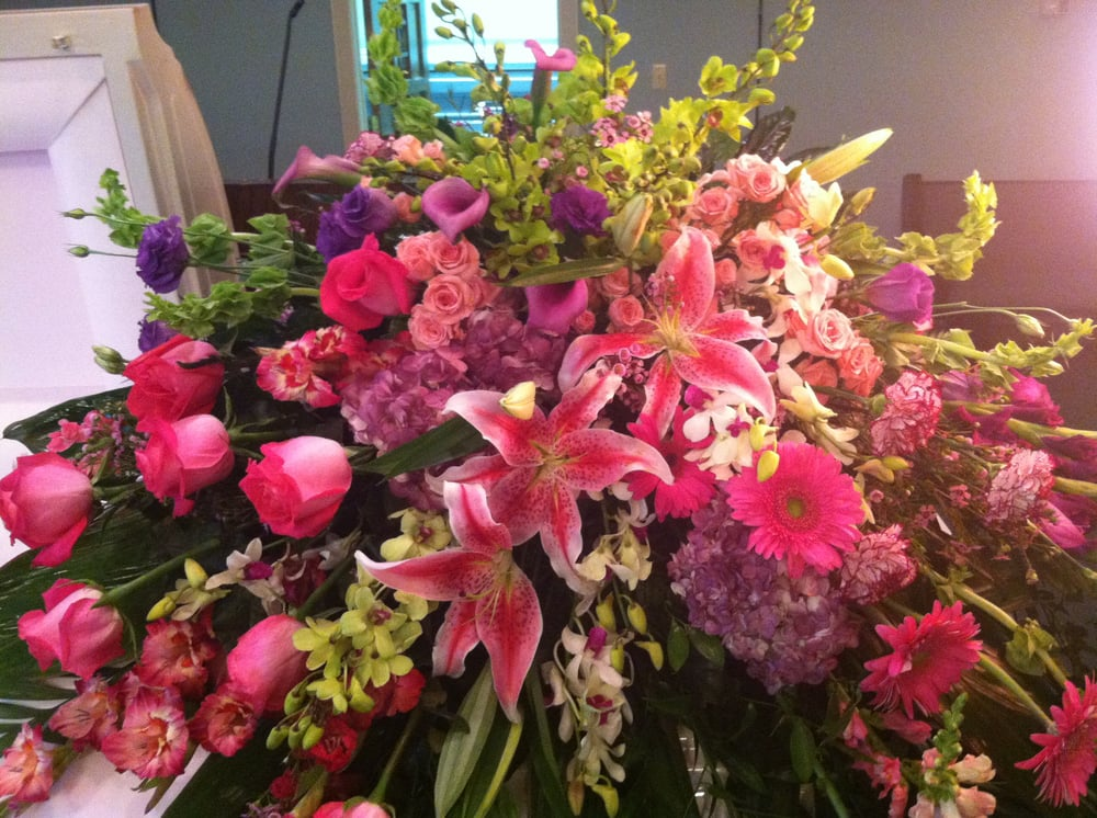 Flowers company creates beautiful specialty funeral