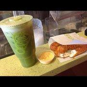 Juice It Up! - Perfect combo. Green juice + pretzel - Costa Mesa, CA, Vereinigte Staaten