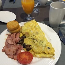 omelettes made to order are better than standard buffet