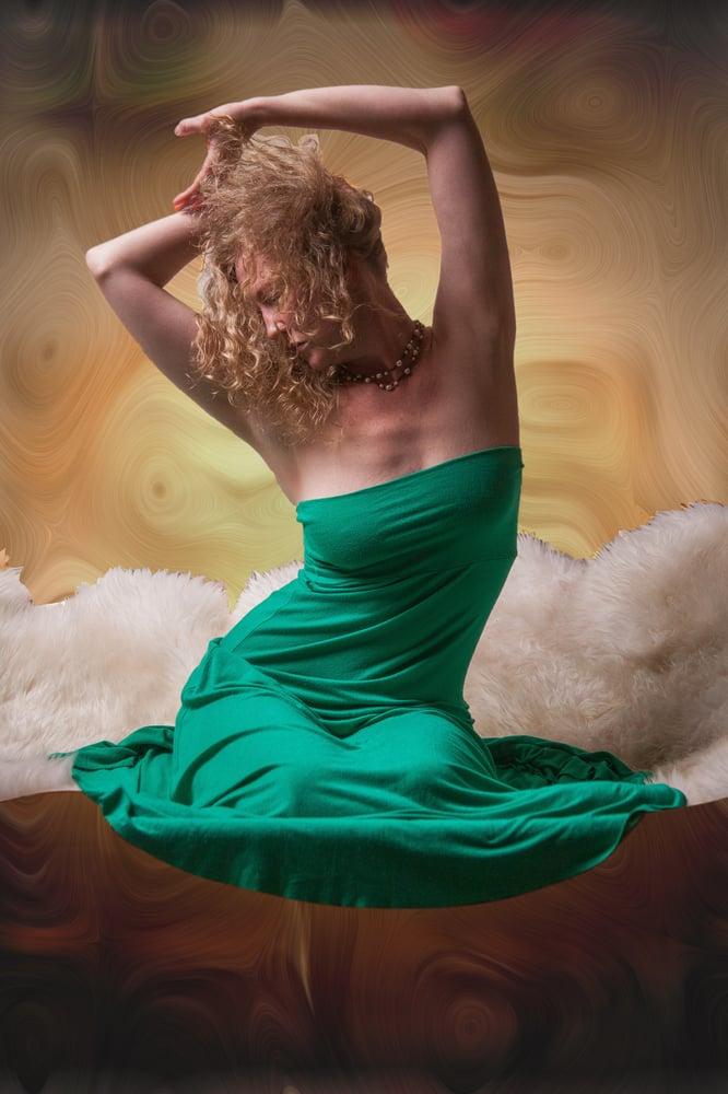 Escort service sensual lingam massage