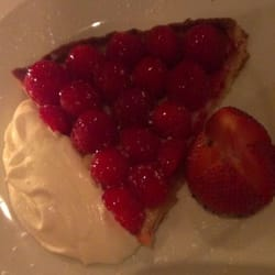 Cafe Deux Margot - New York, NY, États-Unis. Raspberry Tart made from scratch!