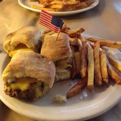 Ted's Montana Grill - Bison Sliders with fries - Lakewood, CO, Vereinigte Staaten