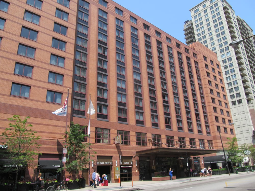Embassy suites chicago downtown hotels near north side for Suites in chicago