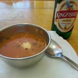 Linsensuppe und Kingfisher-Bier