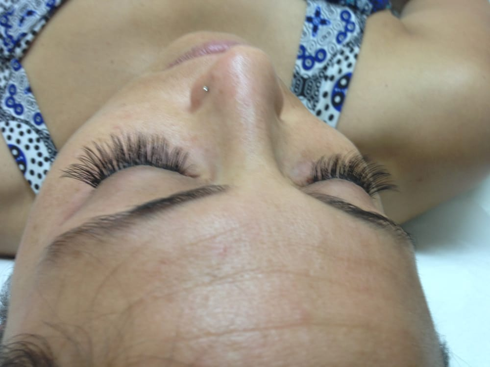 Another picture of Amy who says that her lashes were clumped, but ...