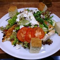 Gartensalat mit Feta und Hähnchenbrust