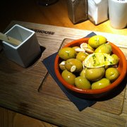 Olives with roast almonds