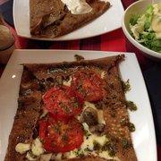 Crêpe tomate mozza pesto champignons