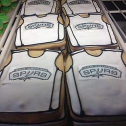 2tarts Bakery & Catering logo