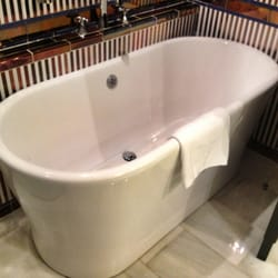 Deluxe view suite: tub