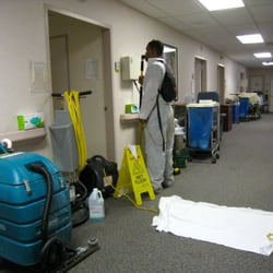 Brotman Medical Center: Transitional Care Unit - waxer next to heavy machinery for floor job [while patients are in residence!] my father had to be prescribed an inhaler! - Culver City, CA, Vereinigte Staaten