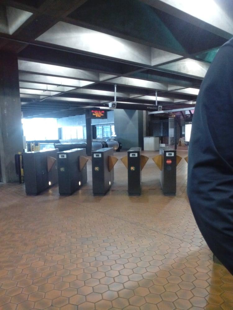 rosslyn metro station public transportation rosslyn arlington va reviews photos yelp. Black Bedroom Furniture Sets. Home Design Ideas