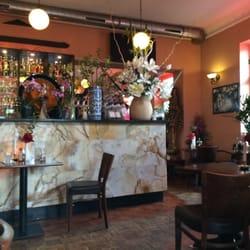 Bar und Übergang zum hinteren Zimmer und…