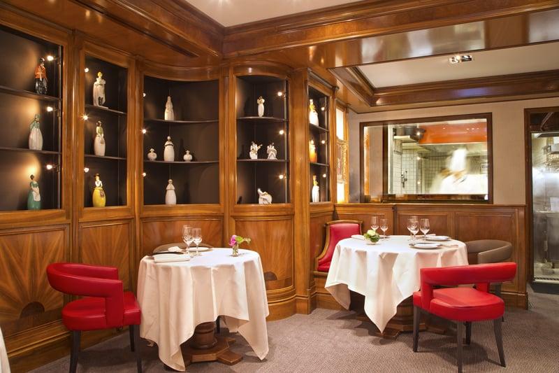 Le salon robj avec vue sur les cuisines yelp for Restaurant michel rostang