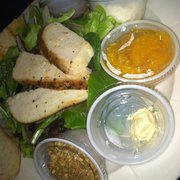 Robert Andrew - The Salon & Spa - I was wondering what lunch would be. I was pleasantly surprised with this chicken salad. Granola & mandarin slices YUM! - Gambrills, MD, Vereinigte Staaten