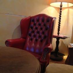 Gemütliche Sofas und Sessel im Zweistein
