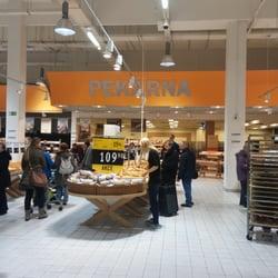 hypermarket albert prag tschechische republik v pe ivu trochu plno. Black Bedroom Furniture Sets. Home Design Ideas