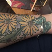 In 2 Skin Tattoo & Piercing - Stockton, CA, États-Unis. Flowers by Dan ..
