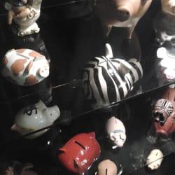 Cofrinhos em uma exposição no CCBB