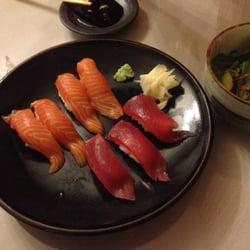 The Old Town Farm Inn - Chester, VT, États-Unis. Salmon & Tuna Nigiri Sushi