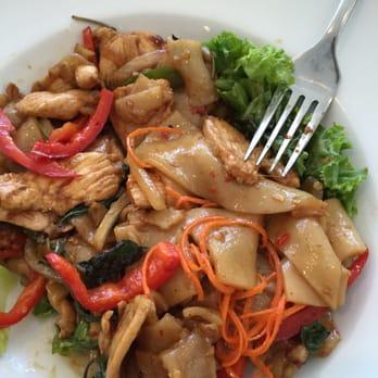 Cuisine asiatique plat : Absolute thai restaurant and patisserie mclean